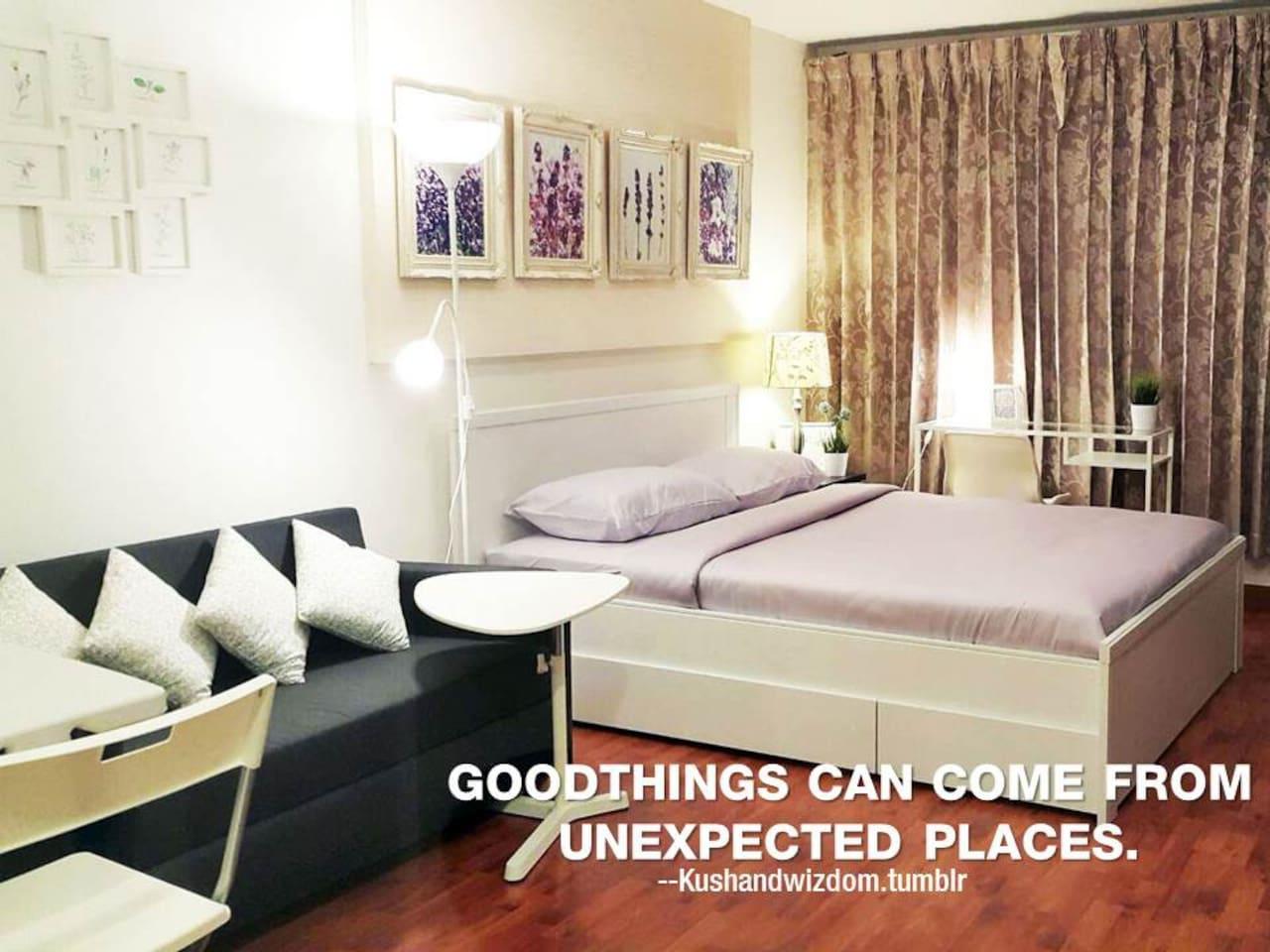 Air-condition, bed and sofa bed can sleep up to 4 people, 1 bathroom with separate area, kitchen and bathroom. With electrical appliances. ห้องแอร์ชุดเตียงคู่และเตียงโซฟา นอนได้สูงสุด 4 คน 1 ห้องน้ำ มีพื้นที่แยกส่วนครัวและห้องน้ำ พร้อมเครื่องใช้ไฟฟ้า