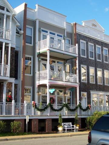 3rd Floor Waterfront in Historic Downtown Manteo