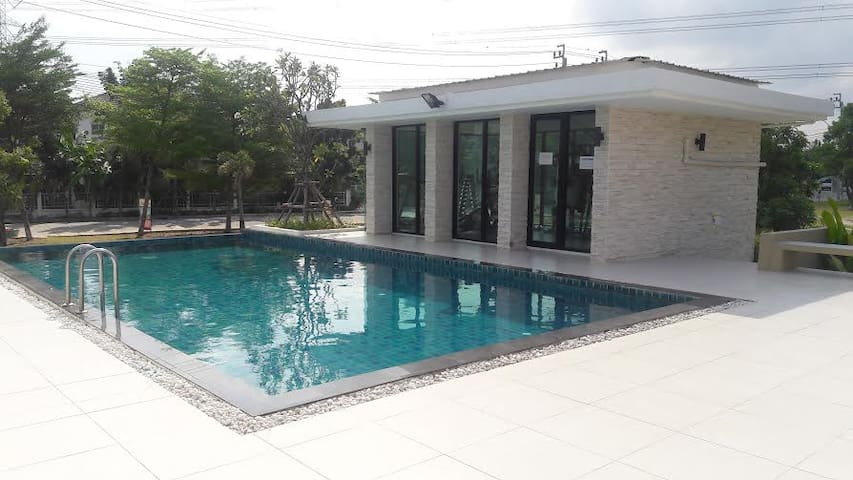 Bangkok house with  pool rent (Share House) - Bangkok - House