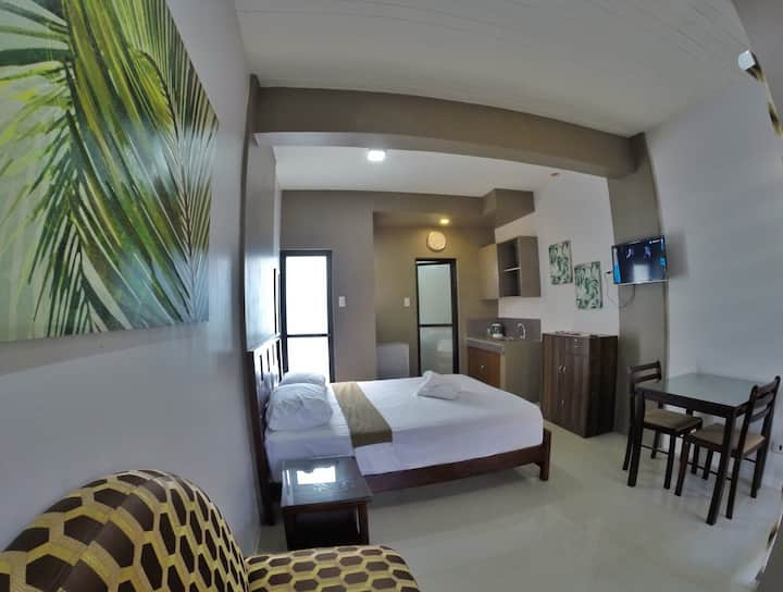 Modern Suite Room for Businessmen & Travellers