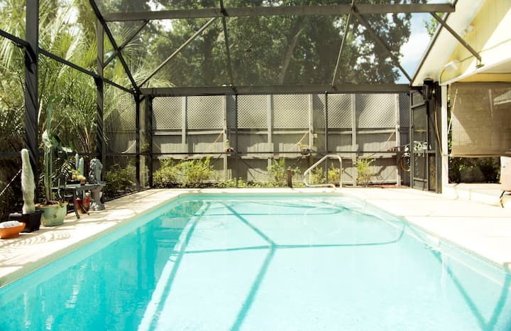 Room in Home with Private Screened Pool - Westside