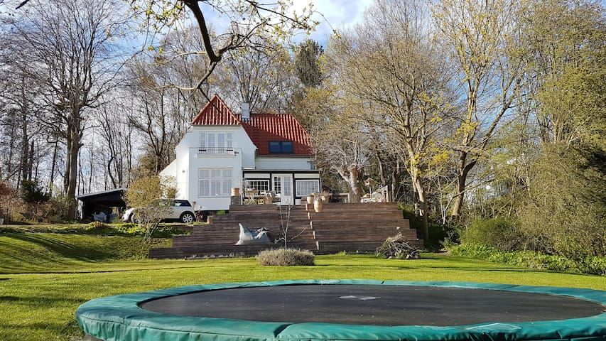 Cosy Scandinavian house from 1920 near forest - Holte - Rumah