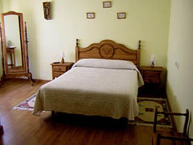 Habitación Amarilla Casa Solanilla - San Esteban de los Patos - Bed & Breakfast