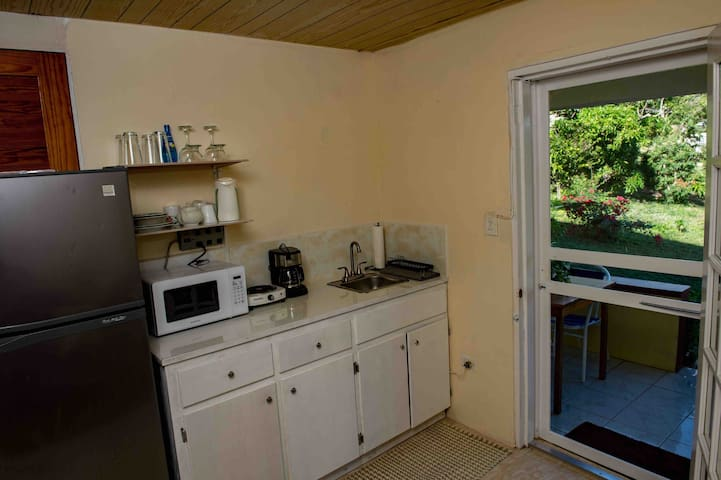The kitchenette and lounge area opens up to the lush greenery giving that true Caribbean feeling.
