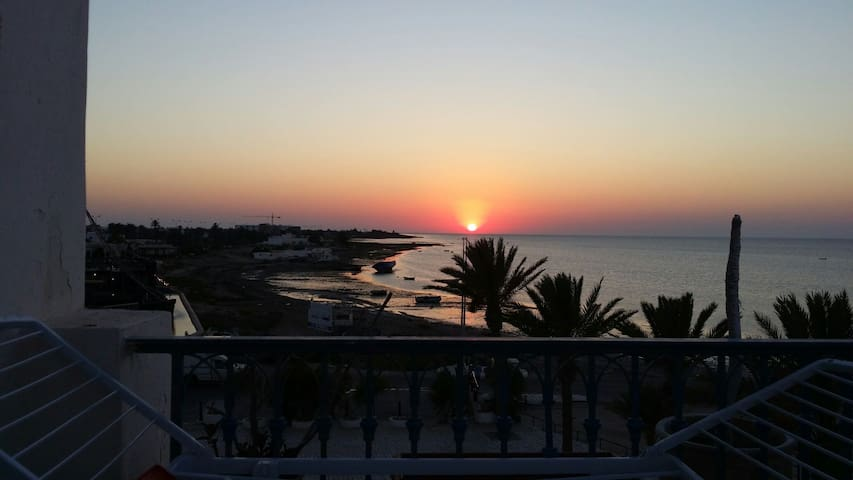Vue panoramique sur la mer - Houmt Souk - Apartment