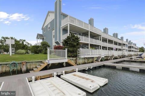 Waterfront Bethany Marina Escape w/  boat slip.