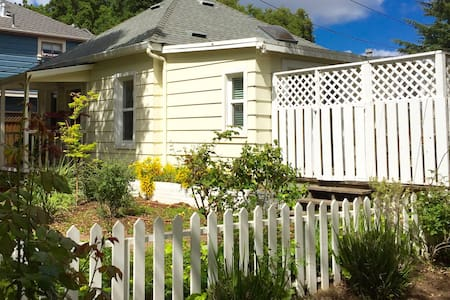 Charming Downtown Los Gatos Cottage - Los Gatos