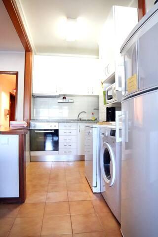 Sala de estar, área de refeições e kitchenette /  living room and dining room area, kitchenette