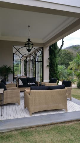Luxuosa residência clássica