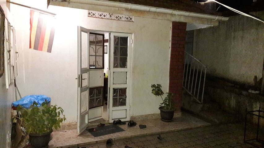Warm home in the heart of Entebbe - Entebbe - House
