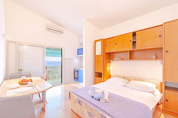 Studio apartment for 2 persons with beatiful view.