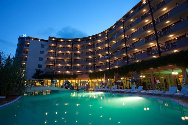 Апартаменты в 4* отеле Берлин Грин Парк, Болгария - Золотые Пески - Flat