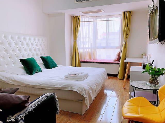 【伊间】人广南京路外滩商务舒适大床房