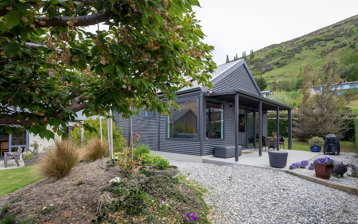 Manaia Cottage-Luxurious stylish with Great Views