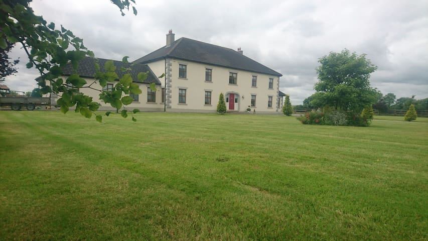 Ideal Airport stop over - meath - Huis