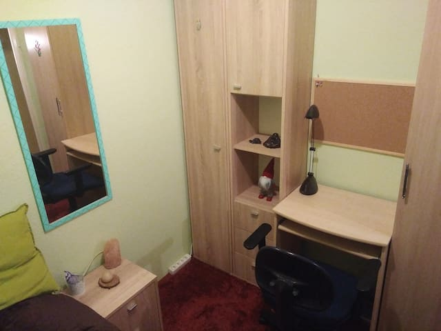 Small room in safe area close to center, good wifi
