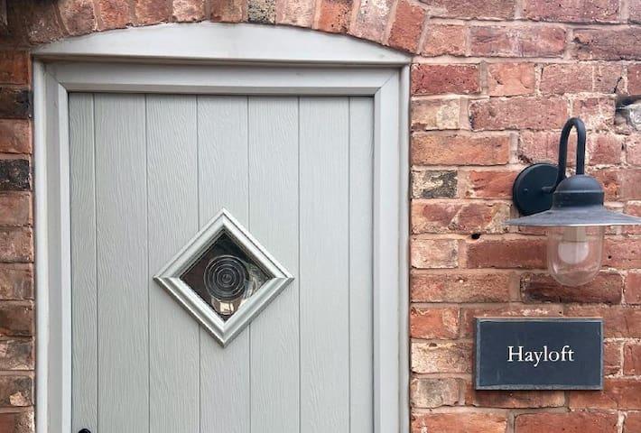 Hayloft Unique Farmstay x 4 | Hot Tub + Woodburner