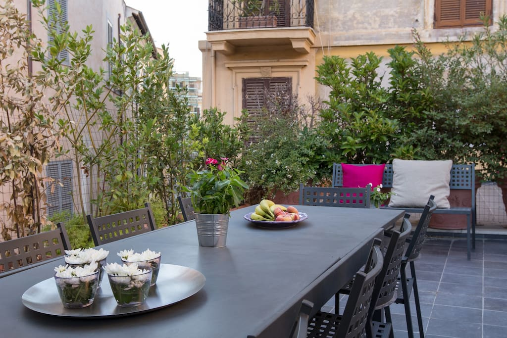 Six bedrooms holiday apartment near Pantheon - Terrace with dining table