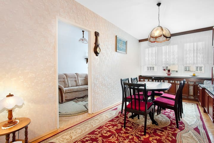 Ciche, wyposażone mieszkanie w spokojnej dzielnicy - Gdynia - Pis