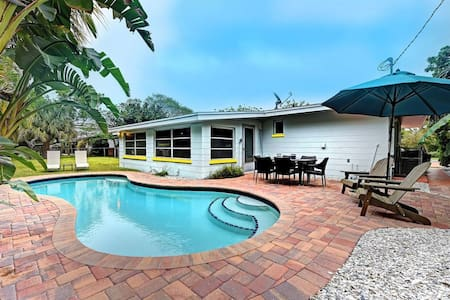 Cozy, Relaxing with Heated Pool & Pet Friendly