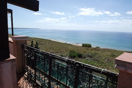 Villa with wonderful sea views - Porto Palo Est