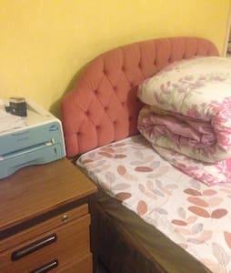 Warm cosy cheap room in Swansea - Swansea