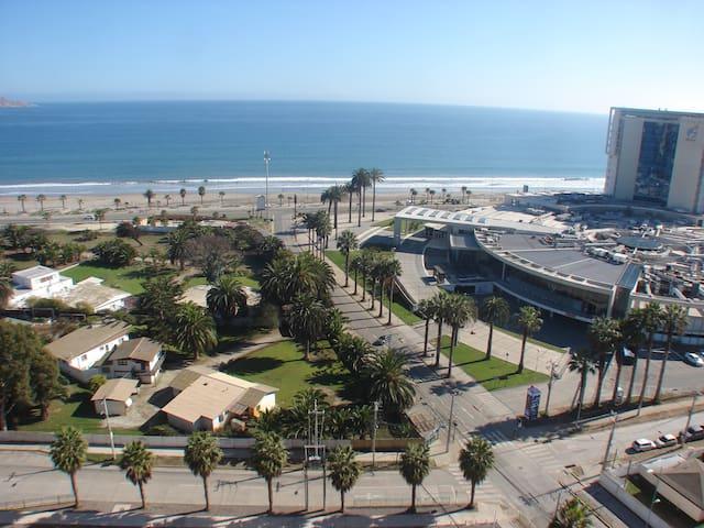 Espectacular vista a Playa Peñuelas y Casino Enjoy