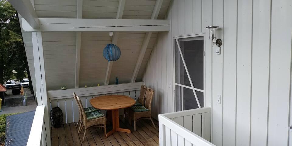 Ferienwohnungen am historischen Ludwigskanal (Kelheim), Mansardenwohnung mit gemütlichen Balkon