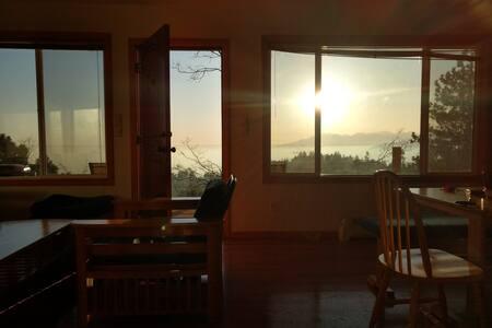 Mountain View Cottage - Pine Studio