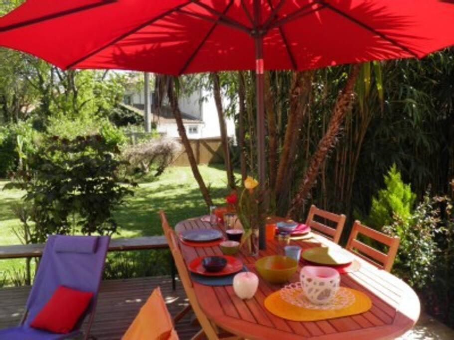 Déjeuner sur la terrasse. Je vous le souhaite !