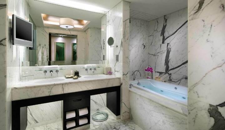 Vibrant Suite Deluxe At Macau