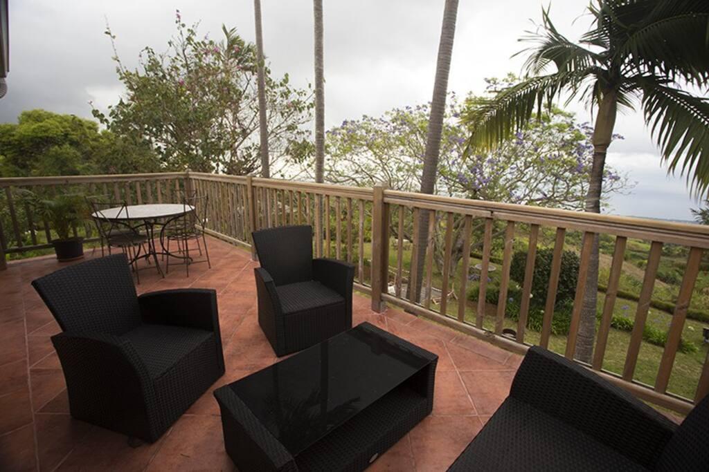 Grande terrasse  avec vue sur la baie