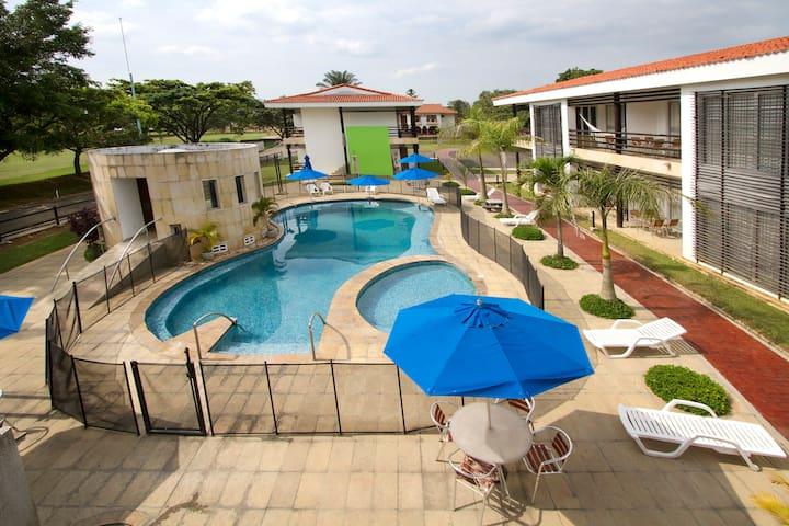 Villas Lake House Resort