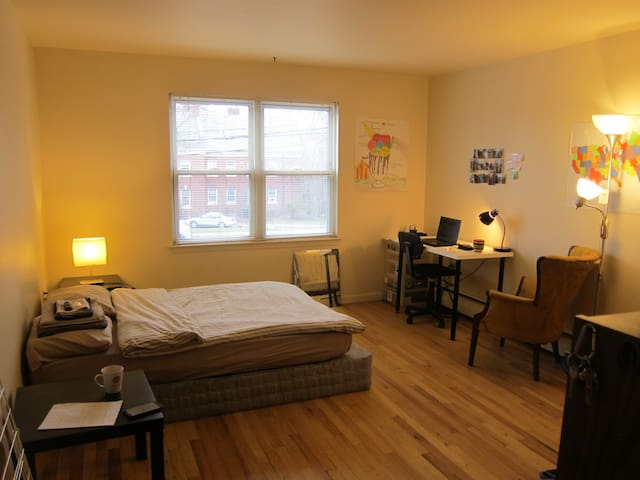 Private room close to Yale!