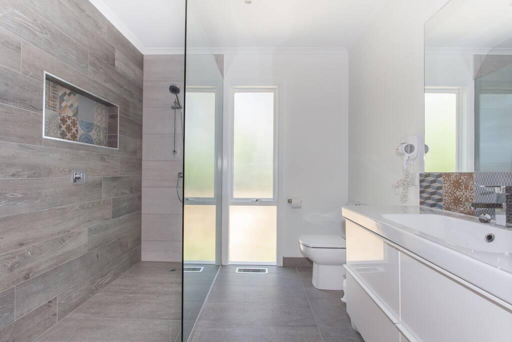Amour Eva - Renovated new bathrooms