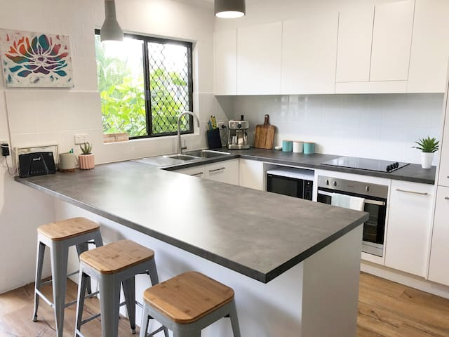 Brand new kitchen and appliances including coffee machine!