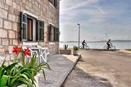 Seafront, Rustic, near Split - Kaštel Kambelovac