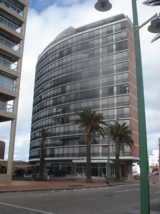 Edificio Lafayette, a una cuadra del puerto.