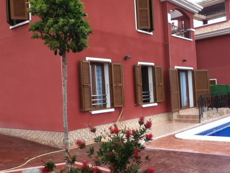 Apartamento en villa con piscina privada departamentos for Camping con piscina climatizada en comunidad valenciana