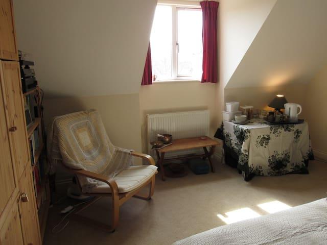 Light, quiet, comfy ensuite room in Easton - Brístol - Bed & Breakfast