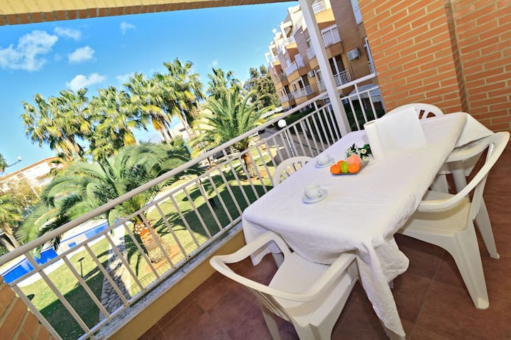 MED DUPLEX 18 Walking distance to the beach, Pool, AC, PK