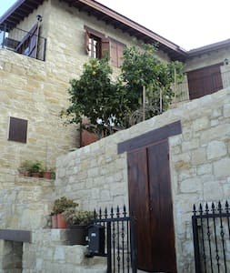 Dbl room in traditional stone house - Germasogeia - House