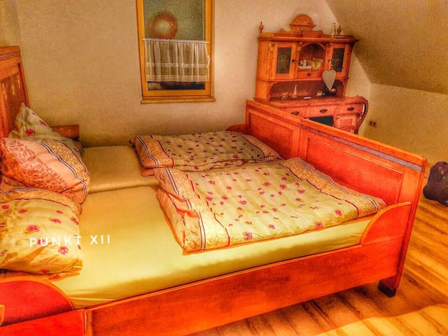 Zimmer 11: Dreibettzimmer in Wohnung 1