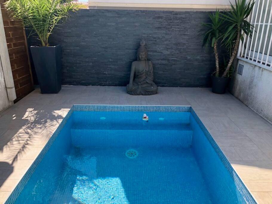 piscine 3x2 mètres, non chauffée,  à partager avec les 5 autres logements