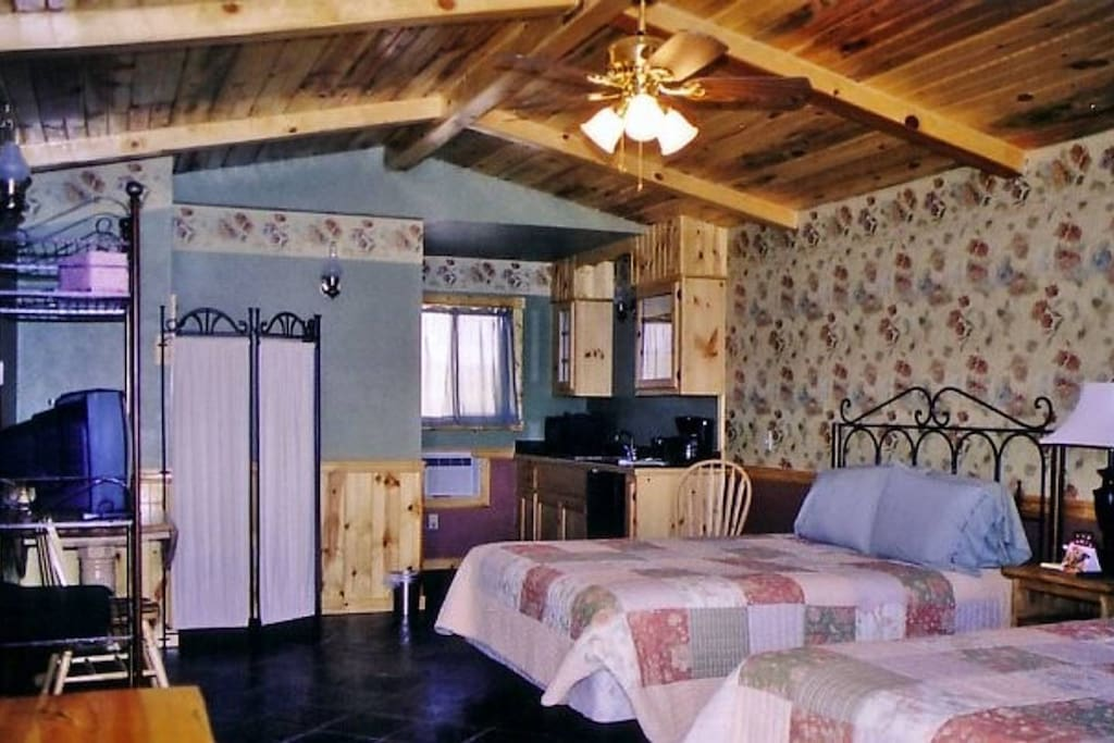 Cabin decor colors will vary but all layouts are very similar to this one......(this photo is of Cabin #2)