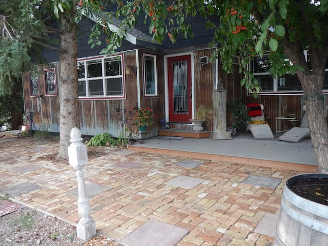 Cozy 2 BD Centrally Located: Hottub - Gallatin Gateway - Maison
