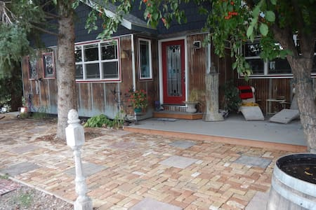 Cozy 2 BD Centrally Located: Hottub - Gallatin Gateway - Hus