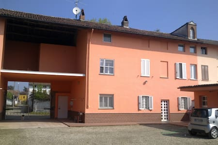 AFFITTASI 4 STANZE B&B - Breme - Bed & Breakfast