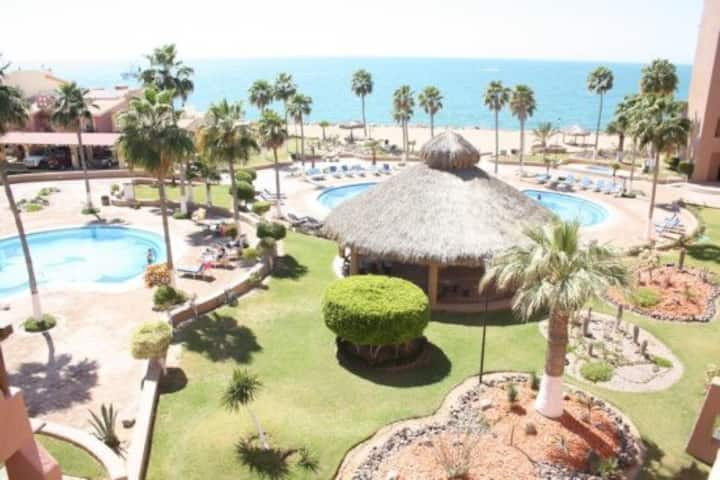 Pinacate: Great 1 Bed 1 Bath Condo on Sandy Beach!