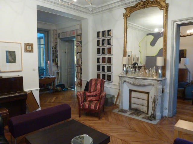 Spacious apartment, Place Pigalle, Montmartre - Paris - Apartamento
